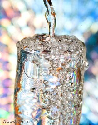 4752236bottlewithcreativesplashingwatermacroofwaterpouredintoaglassofwater.jpg
